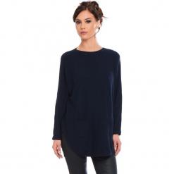 """Sweter """"Fiona"""" w kolorze granatowym. Niebieskie swetry klasyczne damskie marki Cosy Winter, s, ze splotem, z okrągłym kołnierzem. W wyprzedaży za 181,95 zł."""