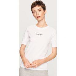 T-shirt z napisem - Biały. Białe t-shirty damskie marki Reserved, l, z napisami. Za 19,99 zł.