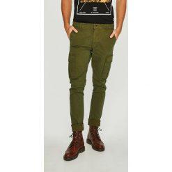 Napapijri - Spodnie. Szare rurki męskie marki Napapijri, l, z materiału, z kapturem. W wyprzedaży za 359,90 zł.