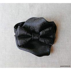 MUCHA Czarna z Poszetką w Opakowaniu. Czarne muchy męskie Pakamera, w paski, eleganckie. Za 74,00 zł.