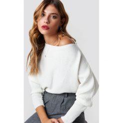 Trendyol Sweter z odkrytymi ramionami - Offwhite. Szare swetry klasyczne damskie marki Vila, l, z bawełny, z okrągłym kołnierzem. Za 80,95 zł.