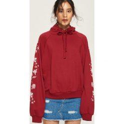 Bluza z wiązanym kapturem - Bordowy. Czerwone bluzy damskie Sinsay, l. Za 49,99 zł.