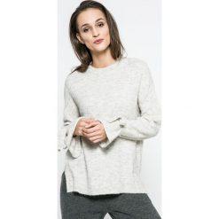 Vero Moda - Sweter. Szare swetry klasyczne damskie marki Vero Moda, l, z dzianiny, z okrągłym kołnierzem. W wyprzedaży za 69,90 zł.