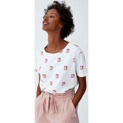 Koszulka z krótkim rękawem w jednorożce. Białe t-shirty damskie Pull&Bear. Za 29,90 zł.