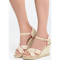 Beżowe Sandały Enough Rests. Brązowe sandały damskie marki Born2be, z materiału, na koturnie. Za 69,99 zł.