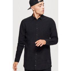 Koszula o dłuższym kroju - Czarny. Czarne koszule męskie na spinki Cropp, l. Za 99,99 zł.