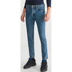 Jeansy slim fit - Niebieski. Niebieskie jeansy męskie regular Reserved. Za 129,99 zł.