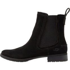UGG HILLHURST BOOT Botki black. Czarne botki damskie skórzane marki Ugg, klasyczne. Za 689,00 zł.