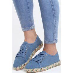 Granatowe Espadryle Little Treasure. Niebieskie tomsy damskie Born2be, w kolorowe wzory, z denimu, na płaskiej podeszwie. Za 49,99 zł.