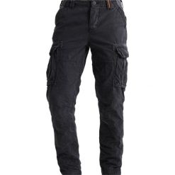 Spodnie męskie: Superdry CORE LITE Bojówki carbon black