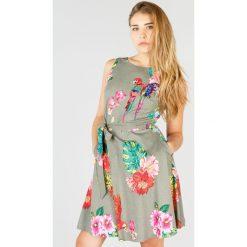 Sukienki: Sukienka rozszerzana, rozkloszowana, wzór w kwiaty