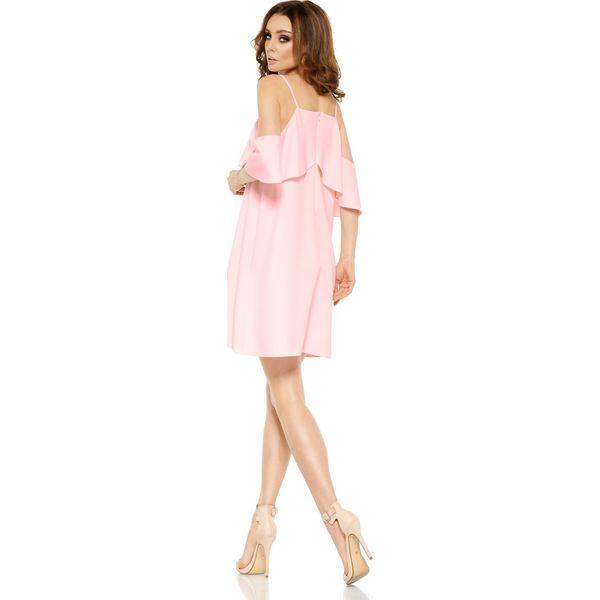 c364cd7565 Modna sukienka z odkrytymi ramionami pudrowy róż VALENTINA - Różowe ...