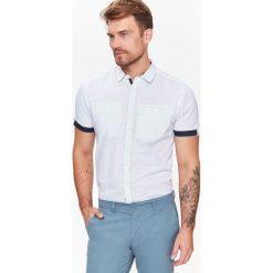 KOSZULA MĘSKA O REGULARNYM KROJU, WE WZÓR. Szare koszule męskie na spinki Top Secret, na jesień, m, z krótkim rękawem. Za 44,99 zł.