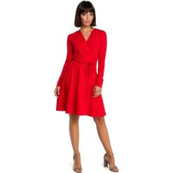 Czerwona Casualowa Rozkloszowana Sukienka z Dekoltem V na Zakładkę. Czerwone sukienki balowe Molly.pl, do pracy, l, z tkaniny, z dekoltem w serek, oversize. Za 149,90 zł.