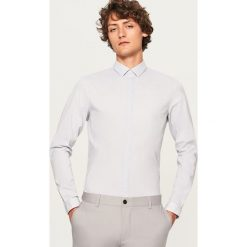 Koszula we wzory slim fit - Szary. Szare koszule męskie slim marki House, l, z bawełny. W wyprzedaży za 59,99 zł.