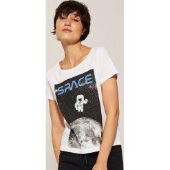 T-shirt z kosmicznym motywem - Biały. Białe t-shirty damskie marki House, l. Za 29,99 zł.