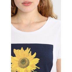 T-shirty damskie: Kaffe SUNFLOWER Tshirt z nadrukiem optical white