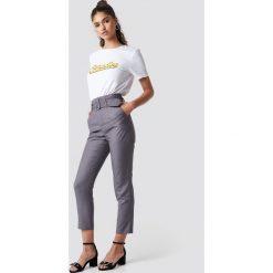 Spodnie damskie: NA-KD Classic Spodnie z wysokim stanem i paskiem - Grey