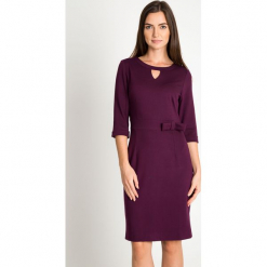 Burgundowa sukienka z łezką na dekolcie QUIOSQUE. Czerwone sukienki balowe marki QUIOSQUE, w paski, z dzianiny, z dekoltem na plecach. Za 199,99 zł.