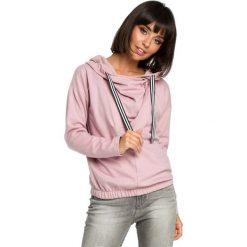 Pudrowa Krótka Oryginalna Bluza z Kapturem. Czerwone bluzy rozpinane damskie Molly.pl, l, z jeansu, z długim rękawem, długie, z kapturem. Za 139,90 zł.