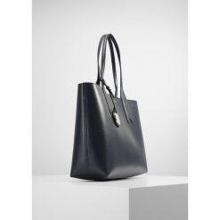 Emporio Armani SHOPPING BAG BIG Torebka dark blue. Niebieskie torebki klasyczne damskie Emporio Armani. W wyprzedaży za 344,50 zł.