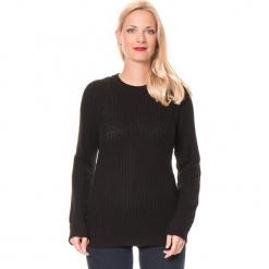Sweter w kolorze czarnym. Czarne swetry klasyczne damskie marki William de Faye, z kaszmiru, z okrągłym kołnierzem. W wyprzedaży za 136,95 zł.