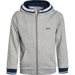 BOSS Kidswear JOGGING  Bluza rozpinana hell graumeliert. Niebieskie bluzy chłopięce rozpinane marki BOSS Kidswear, z bawełny. Za 399,00 zł.