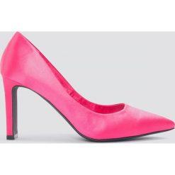 NA-KD Shoes Czółenka w szpic na słupku - Pink. Różowe buty ślubne damskie NA-KD Shoes, na obcasie. W wyprzedaży za 36,59 zł.