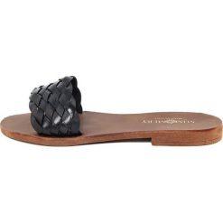 Chodaki damskie: Skórzane klapki w kolorze czarnym