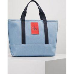 Calvin Klein Jeans CANVAS CARRYALL TOTE Torba na zakupy blue. Niebieskie shopper bag damskie Calvin Klein Jeans, z jeansu. W wyprzedaży za 377,10 zł.
