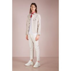 Jeansy męskie regular: CLOSED COOPER Jeansy Slim Fit offwhite