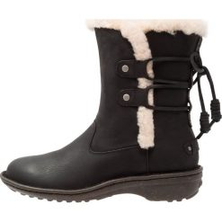 UGG AKADIA Botki sznurowane black. Czarne buty zimowe damskie Ugg, z materiału, na sznurówki. Za 929,00 zł.