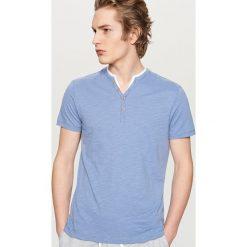 T-shirty męskie: T-shirt z dwuczęściowym dekoltem – Niebieski