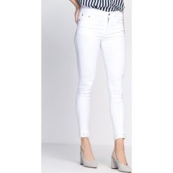 Spodnie damskie: Białe Spodnie Almost Love