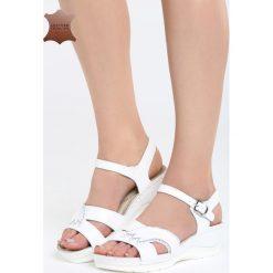 Białe Skórzane Sandały No Surprises. Białe sandały damskie marki Born2be, z materiału, na koturnie. Za 109,99 zł.