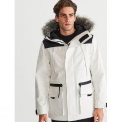 Ciepła kurtka z wodoodpornej tkaniny - Biały. Białe kurtki męskie bomber Reserved, l, z tkaniny. Za 399,99 zł.