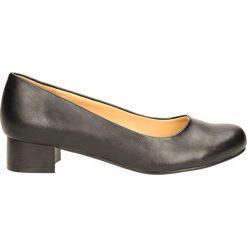 CZÓŁENKA VINCEZA R14-D-P-189. Szare buty ślubne damskie Casu, na koturnie. Za 79,99 zł.
