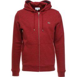 Lacoste Bluza z kapturem passion chine. Czerwone bluzy męskie rozpinane Lacoste, m, z bawełny, z kapturem. Za 509,00 zł.