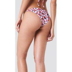 J&K Swim X NA-KD Dół bikini z cienkimi paskami - Pink. Zielone bikini marki J&K Swim x NA-KD. W wyprzedaży za 26,48 zł.