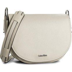 Torebka CALVIN KLEIN BLACK LABEL - Arch Large Saddle Ba K60K603860 000. Czarne listonoszki damskie marki Calvin Klein Black Label. Za 599,00 zł.