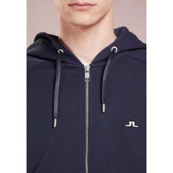 J.LINDEBERG THROW ZIP HOOD RING LOOP Bluza rozpinana navy. Niebieskie bluzy męskie rozpinane J.LINDEBERG, m, z bawełny. Za 539,00 zł.