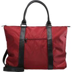 Benetton Torba na zakupy red. Czerwone shopper bag damskie marki Benetton. W wyprzedaży za 175,20 zł.