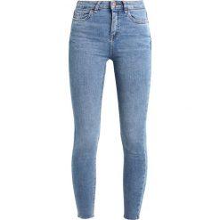 New Look CAT SCRATCH FRAY HEM  Jeans Skinny Fit blue. Czarne jeansy damskie marki New Look, z materiału, na obcasie. W wyprzedaży za 125,10 zł.