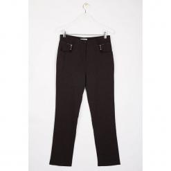 """Spodnie """"Oppyz"""" w kolorze antracytowym. Szare spodnie z wysokim stanem Scottage, w paski. W wyprzedaży za 99,95 zł."""