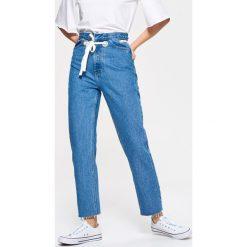 Spodnie z wysokim stanem: Jeansy high waist z paskiem - Niebieski