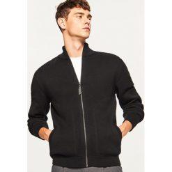 Sweter zapinany na zamek - Czarny. Czarne swetry rozpinane męskie marki Reserved, l, z kapturem. Za 139,99 zł.