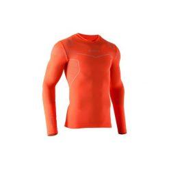 Podkoszulek do piłki nożnej długi rękaw Keepdry 500. Czerwone odzież termoaktywna męska KIPSTA, l, z elastanu, z długim rękawem, na fitness i siłownię. Za 49,99 zł.
