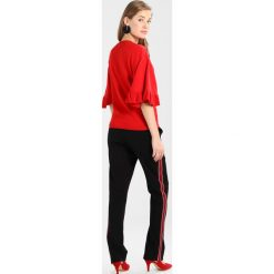 Swetry klasyczne damskie: Dorothy Perkins RED FRILL CUFF Sweter red