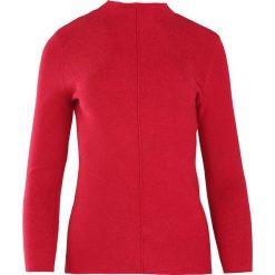 Czerwony Sweter Discernment. Czerwone swetry klasyczne damskie Born2be, m, ze stójką. Za 59,99 zł.