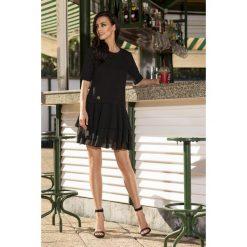 Zjawiskowa sukienka mini czarna CATALINA. Czarne sukienki balowe Lemoniade, na co dzień, z bawełny, z okrągłym kołnierzem, mini. Za 159,90 zł.